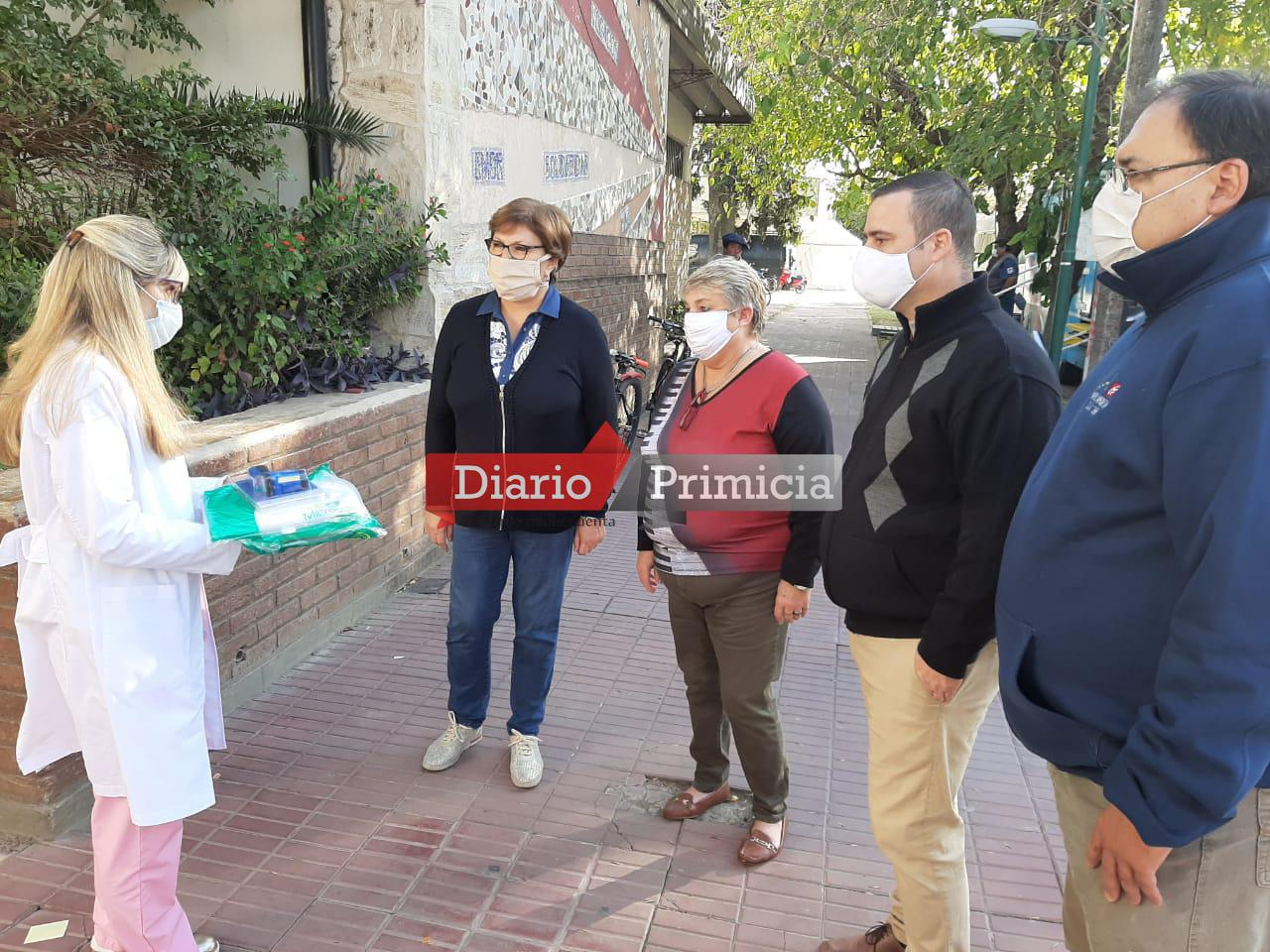 UCR LOCAL ENTREGA DONACIÓN AL HOSPITAL